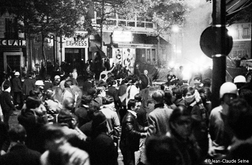 Mai 68 - Paris - Manifestation d'etudiants place Saint Michel